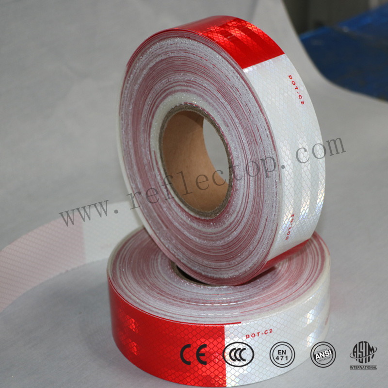 Light reflective tape for vehicle